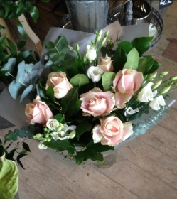 6 Pink Roses and Lisianthus